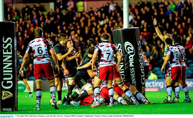 John Ryan, Munster, scores his side's first try. Guinness PRO12, Round 7, Edinburgh v Munster. Picture credit: Paul Devlin / SPORTSFILE