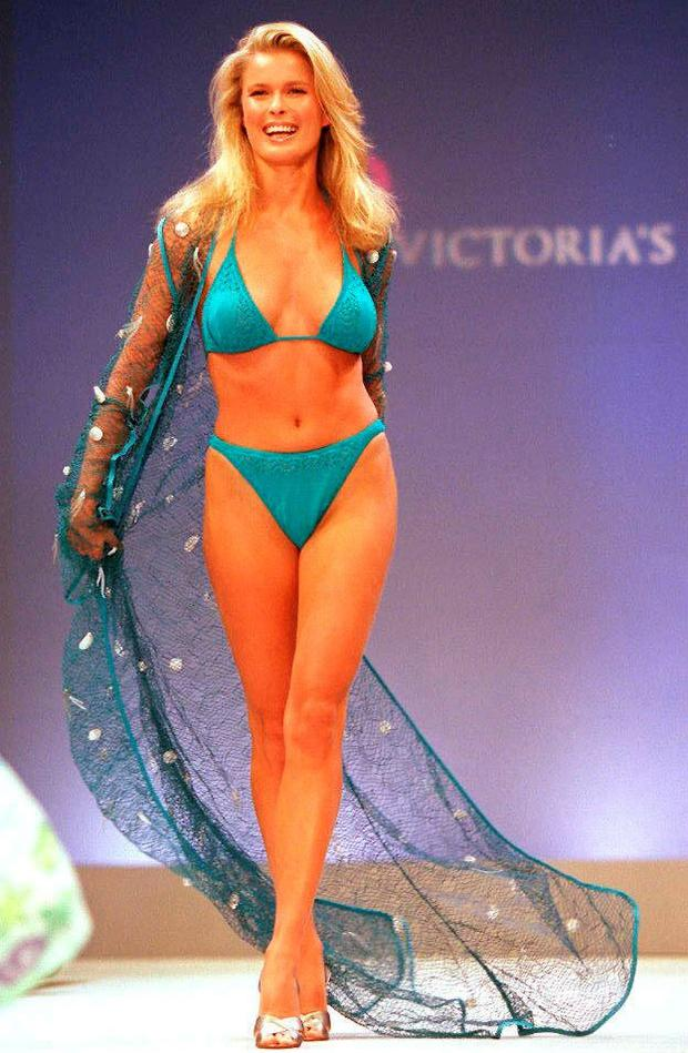 25/03/· Every year Victoria's Secret hosts a fashion show to unveil its upcoming line of padded push-up bras that miraculously make breasts look bigger and lacy panties that magically make derrieres.