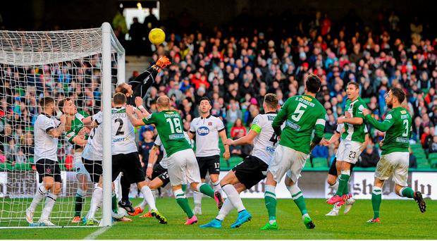 Gary Rogers, Dundalk FC, punches clear a corner from underneath his own crossbar. Irish Daily Mail Cup Final, Dundalk FC v Cork City FC. Aviva Stadium, Lansdowne Road, Dublin. Picture credit: Seb Daly / SPORTSFILE