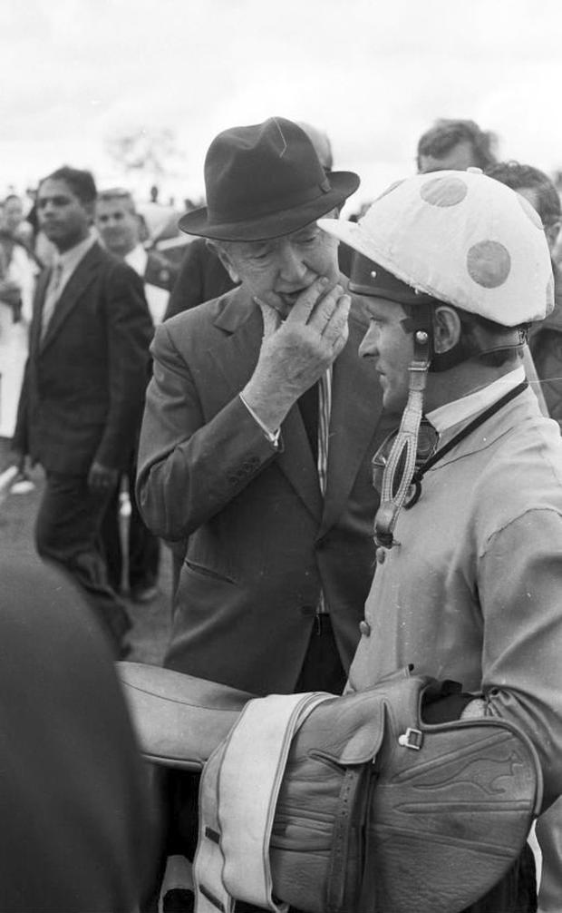 Legendary Ballydoyle maestro, the late Vincent O'Brien, discusses tactics with Pat Eddery at the Phoenix Park in 1986