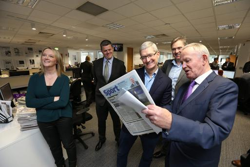 (L-R) Independent.ie editor Fionnuala O'Leary, INM CEO Robert Pitt, Apple CEO Tim Cook, INM Group Editor-in-Chief Stephen Rae and INM chairman Leslie Buckley (Photo: Steve Humphreys)