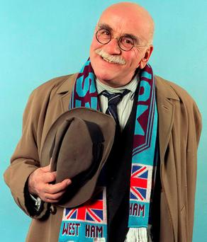 COMIC: Warren Mitchell in character as Alf Garnett