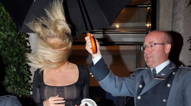 DUBLIN/IRELAND 15-11-15 Former Baywatch actress and Playboy model Pamela Anderson struggles to keep her hair under control as she left the Merrion Hotel. PICTURED-Pamela Anderson PHOTOS- JOHN DARDIS