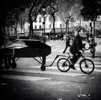 Martello cycles away, towing his piano after his impromptu performance Credit:Twitter/BigSurfDon