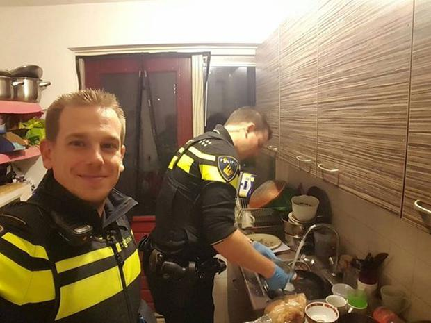 The two policemen busy at work in the kitchen Credit:Facebook/PolitieEindhoven