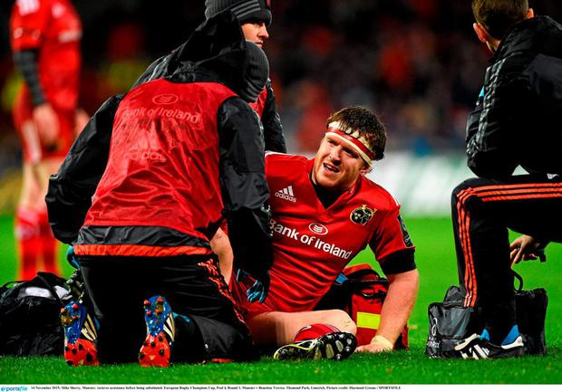 Mike Sherry, Munster, recieves assistance before being substituted. European Rugby Champions Cup, Pool 4, Round 1, Munster v Benetton Treviso. Thomond Park, Limerick. Picture credit: Diarmuid Greene / SPORTSFILE
