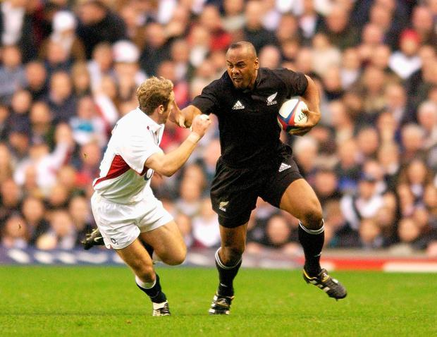 Jonah Lomu goes past James Simpson-Daniel of England during the England v New Zealand Investec Challenge match on 09 November, 2002 at Twickenham. Photo: Getty Images