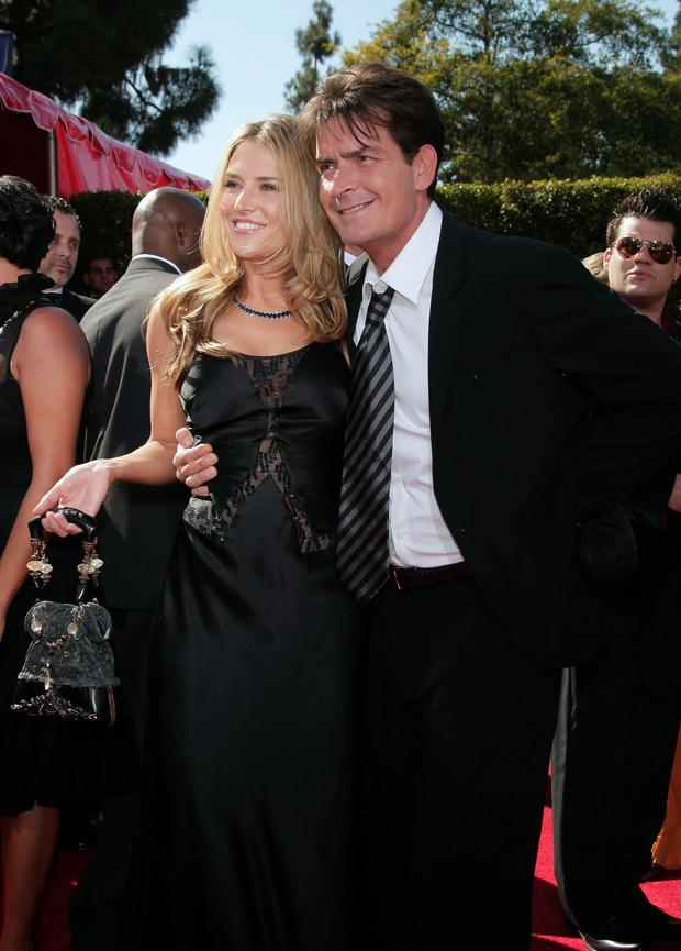 Actor Charlie Sheen (R) and Brooke Mueller arrive at the 59th Annual Primetime Emmy Awards at the Shrine Auditorium on September 16, 2007 in Los Angeles, California. (Photo by Kevin Winter/Getty Images)