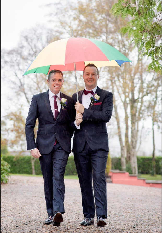 Even the rain can't dampen the happy couple's spirits Credit: Paul McGinty of Ghorm Photography.