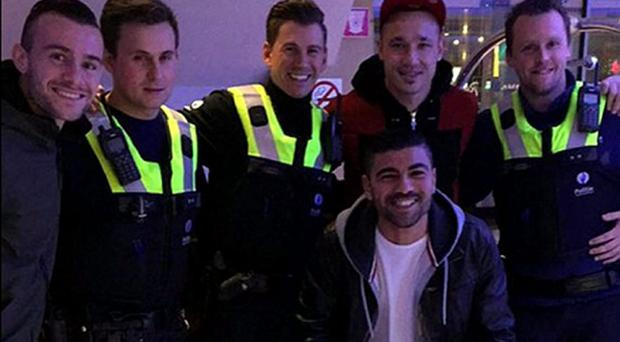 Radja Nainggolan hangs out with the police who were sent to arrest him