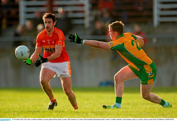 Neil Lydon, Castlebar Mitchels, in action against Padraic Kelly, Corofin. AIB Connacht GAA Senior Club Football Championship Final, Corofin v Castlebar Mitchels. Tuam Stadium, Tuam, Co. Galway. Picture credit: Piaras Ó Mídheach / SPORTSFILE