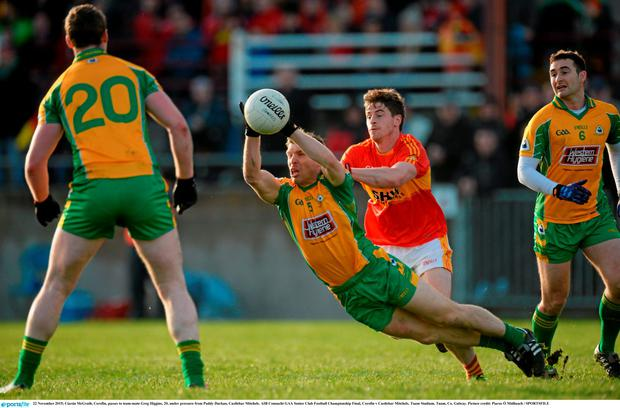 Ciarán McGrath, Corofin, passes to team-mate Greg Higgins, 20, under pressure from Paddy Durkan, Castlebar Mitchels. AIB Connacht GAA Senior Club Football Championship Final, Corofin v Castlebar Mitchels. Tuam Stadium, Tuam, Co. Galway. Picture credit: Piaras Ó Mídheach / SPORTSFILE