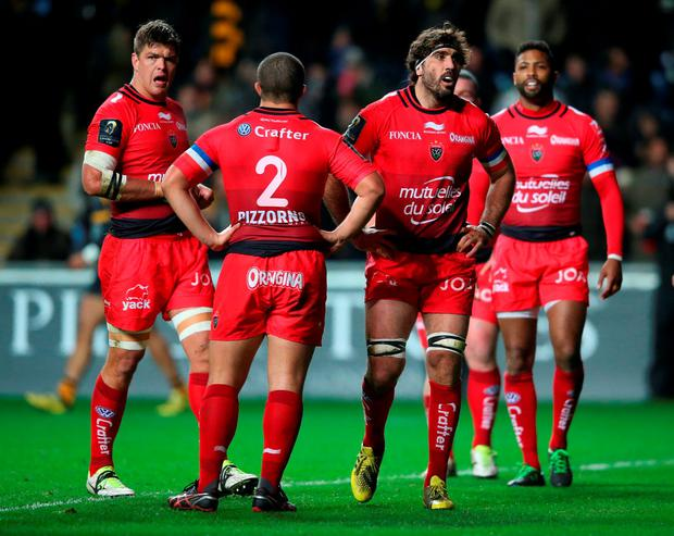 Toulon players looks dejected during the European Rugby Champions Cup match between Wasps and Toulon at the Ricoh Arena on November 22, 2015 in Coventry, England. (Photo by David Rogers/Getty Images)