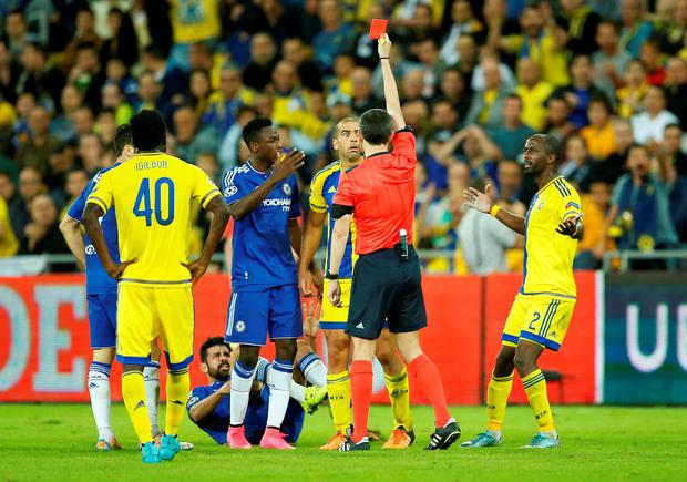 Maccabi Tel Aviv's Tal Ben Haim is sent off by referee Alberto Undiano Mallenco Action Images via Reuters / John Sibley Livepic EDITORIAL USE ONLY.