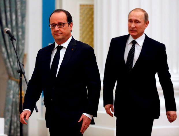 Russia's President Vladimir Putin (R) and his French counterpart Francois Hollande walk to attend a news conference after a meeting at the Kremlin in Moscow REUTERS/Sergei Chirikov/Pool