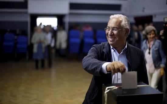 Antonio Costa, leader of the opposition Socialist party (PS), casts his ballot at a polling station during the general election in Sao Joao das Lampas, near Sintra, Portugal October 4, 2015. REUTERS/Rafael Marchante