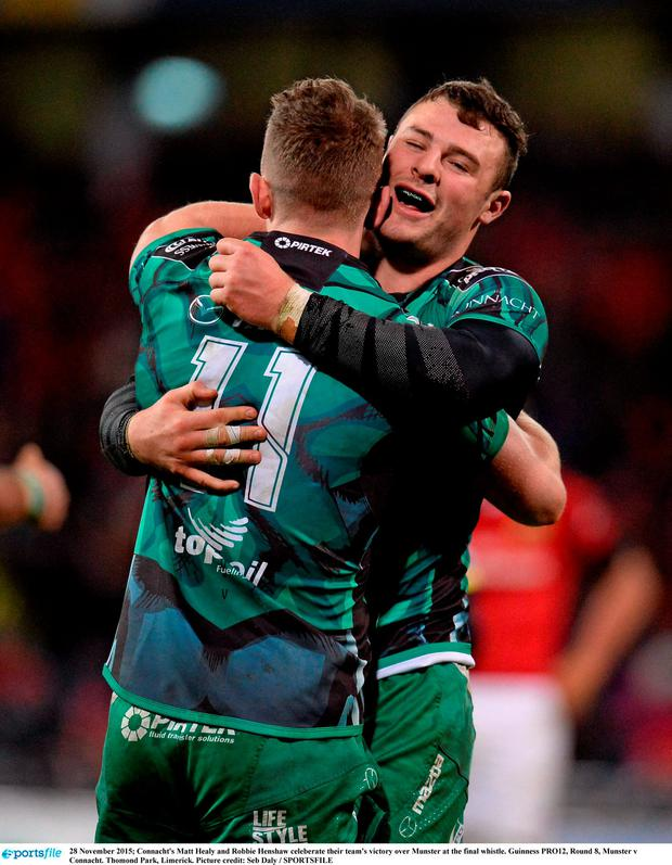 Connacht's Matt Healy and Robbie Henshaw celeberate their team's victory over Munster at the final whistle. Guinness PRO12, Round 8, Munster v Connacht. Thomond Park, Limerick. Picture credit: Seb Daly / SPORTSFILE
