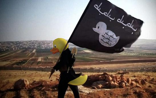 4Chan users are putting rubber ducks on the heads of Islamic State fighters Photo: 4Chan / Imgur