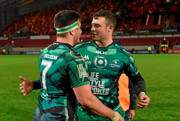 Connacht's Robbie Henshaw and James Connolly celebrate after the game. Guinness PRO12, Round 8, Munster v Connacht. Thomond Park, Limerick. Picture credit: Diarmuid Greene / SPORTSFILE