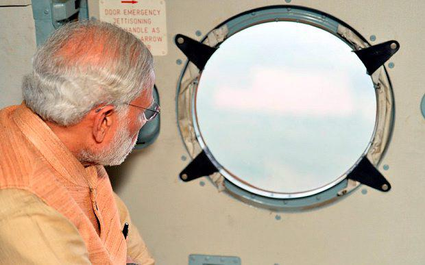 The unaltered image of Narendra Modi inspecting flood-hit Chennai