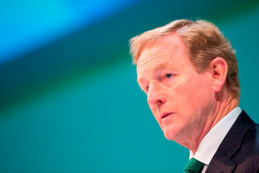 Taoiseach Enda Kenny has promised a major overhaul of the social welfare system that will see the State top-up pay for low-paid parents to ensure they earn a minimum of €11.75 an hour