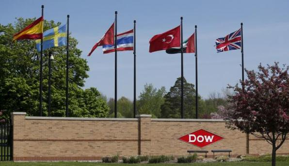 The Dow logo is seen at the entrance to Dow Chemical headquarters in Midland, Michigan May 14, 2015. REUTERS/Rebecca Cook