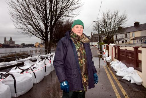Harry Waterstone helps to keep the floods from his door at Wolfe Tone Terrace, Athlone, Co. Westmeath. Photo: Tony Gavin