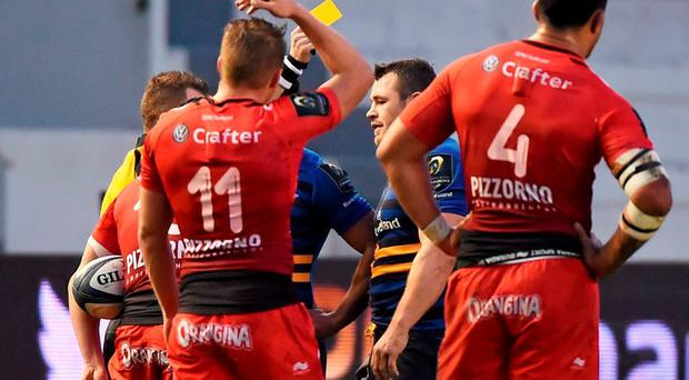 Cian Healy, Leinster, receives a yellow card from referee Nigel Owens. European Rugby Champions Cup, Pool 5, Round 3, RC Toulon v Leinster. Stade Felix Mayol, Toulon, France. Picture credit: Stephen McCarthy / SPORTSFILE