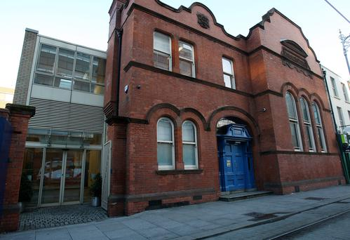 At Dublin Coroner's Court, the deceased's brother Páiric Cribbin asked Ms Brennan if any staff at the restaurant were trained in first aid. She replied that she was.