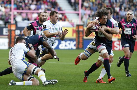 Stade Francais Paris' French Flanker Sylvain Nicolas (R) vies for the ball during the match between Stade Francais and ASM Clermont Auvergne, on November 8, 2015 (Getty Images)