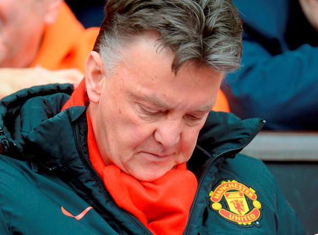 File photo dated 28-02-2015 of Manchester United manager Louis van Gaal checks his notes PRESS ASSOCIATION Photo. Issue date: Tuesday December 15, 2015. Louis van Gaal pulled out a dossier full of statistics at his press conference as he hit back at Sam Allardyce's claim that Manchester United are long-ball merchants. See PA story SPORT Christmas February. Photo credit should read Martin Rickett/PA Wire.
