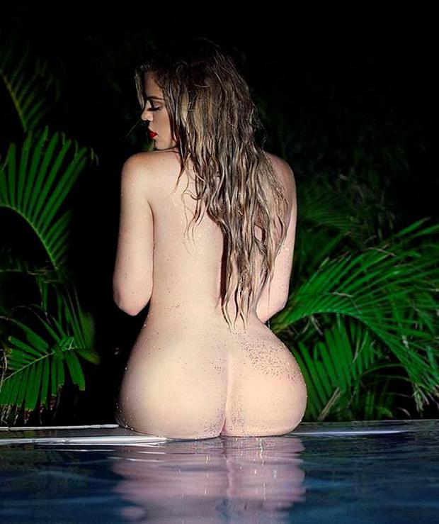 Khloe Kardashian Shared A Photo From An Impromptu Shoot In St Barts With Fans On Her