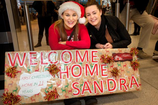 Christmas Homecoming.Christmas Homecoming Dublin Airport Arrivals Independent Ie