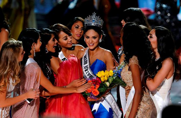 Miss Philippines Pia Alonzo Wurtzbach (C) is surrounded by contestants after being crowned Miss Universe at the 2015 Miss Universe Pageant in Las Vegas, Nevada December 20, 2015