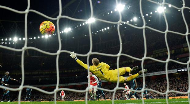 Theo Walcott scores the first goal for Arsenal