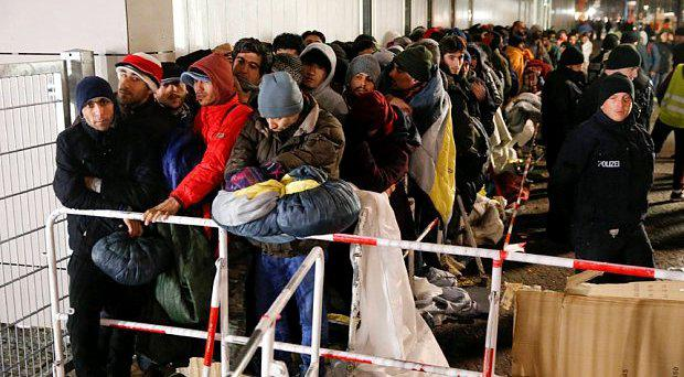 Migrants queue on a street to enter the compound outside the Berlin Office of Health and Social Affairs (LAGESO) for their registration process in Berlin, Germany Photo: REUTERS