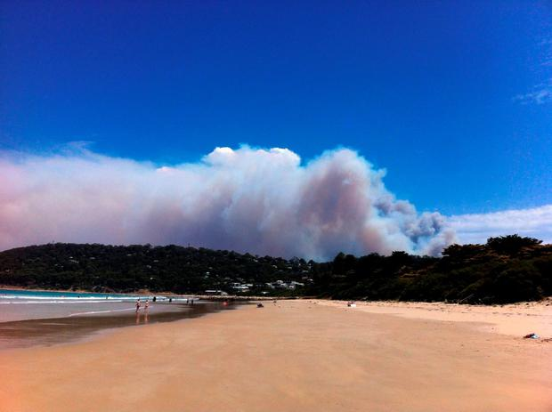Smoke rises from a fast-moving bushfire near the Great Ocean Road in Victoria, Australia, December 25, 2015. REUTERS/AAP