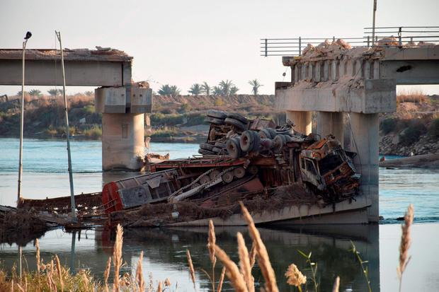 A collapsed bridge is seen in Ramadi city, December 26, 2015. Picture taken December 26, 2015. REUTERS/Stringer