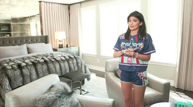 Kylie Jenner gave access to her €2.4m mansion in Calabasas, California