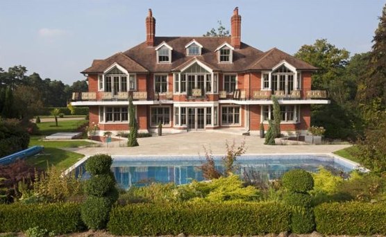 Tom Cruise bought the house during his wedding to Katie Holmes. Photo: rightmove.co.uk/Savills
