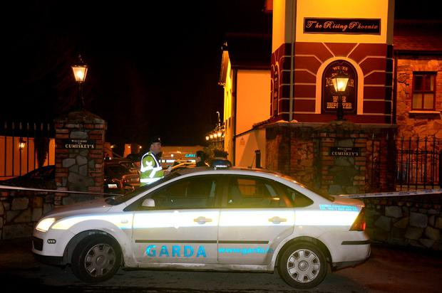 Gardai and an ambulance at the scene of the shooting of criminal Darren Kearns outside Cumiskey's pub (Photo: Justin Farrelly)
