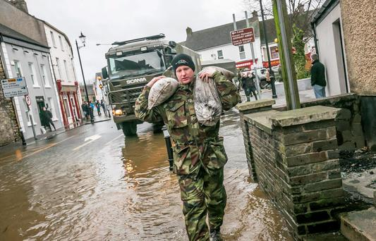 The army were helping to distribute sand bags in Thomastown Co Kilkenny. Photo: Pat Moore