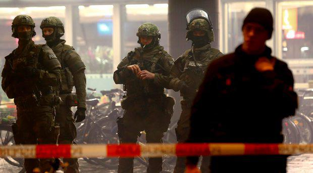 German police secure the main train station in Munich January 1, 2016. German police evacuated two train stations in Munich late on Thursday, saying on Twitter they had received a tip regarding a planned militant attack on New Year's Eve in the Bavarian capital