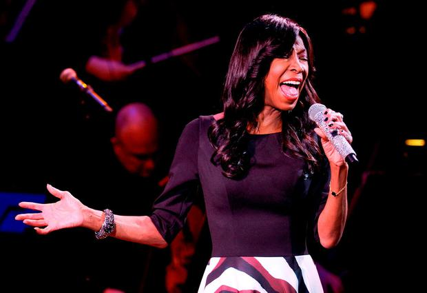 Singer Natalie Cole performs at