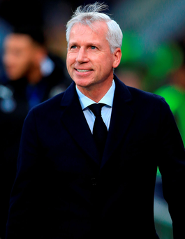 File photo dated 28-11-2015 of Crystal Palace manager Alan Pardew PRESS ASSOCIATION Photo. Issue date: Saturday January 02, 2016. Alan Pardew is looking to extend his contract with Crystal Palace in the belief that the club share his ambition of winning silverware. See PA story SOCCER Palace. Photo credit should read John Walton/PA Wire.