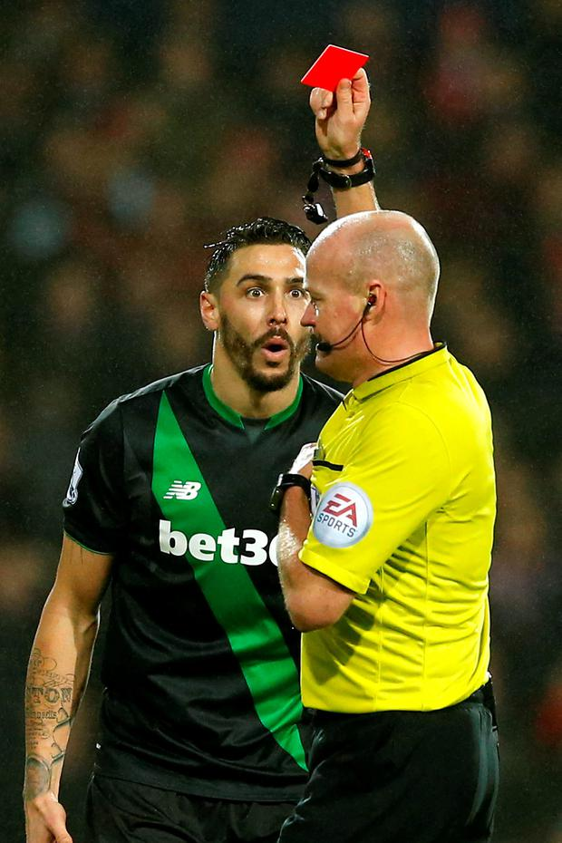 Stoke's Geoff Cameron is shown a red card by referee Lee Mason Action Images via Reuters / Andrew Boyers