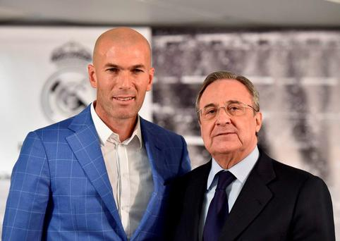Real Madrid's new French coach Zinedine Zidane (L) poses with Real Madrid's president Florentino Perez