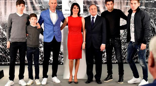 Real Madrid's new French coach Zinedine Zidane (3rdL) poses with his wife Veronique (C) and their sons and Real Madrid's president Florentino Perez (3rdR) Photo: GERARD JULIEN / AFP / Getty Images