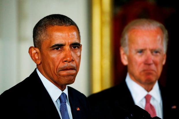 U.S. President Barack Obama stands with Vice President Joe Biden (R) have been having fun at Donald Trump's expense in imagined conversations on Twitter. REUTERS/Carlos Barria