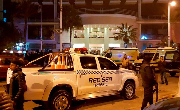 Police and security are ramped up outside a hotel where two attackers opened fire in the Egyptian Red Sea resort town of Hurghada, Egypt, January 8, 2016. Two assailants armed with a gun, a knife and a suicide belt attacked a hotel in the Egyptian Red Sea resort town of Hurghada on Friday